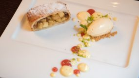 V Zatisi: Prague Restaurants - Apple Strudel