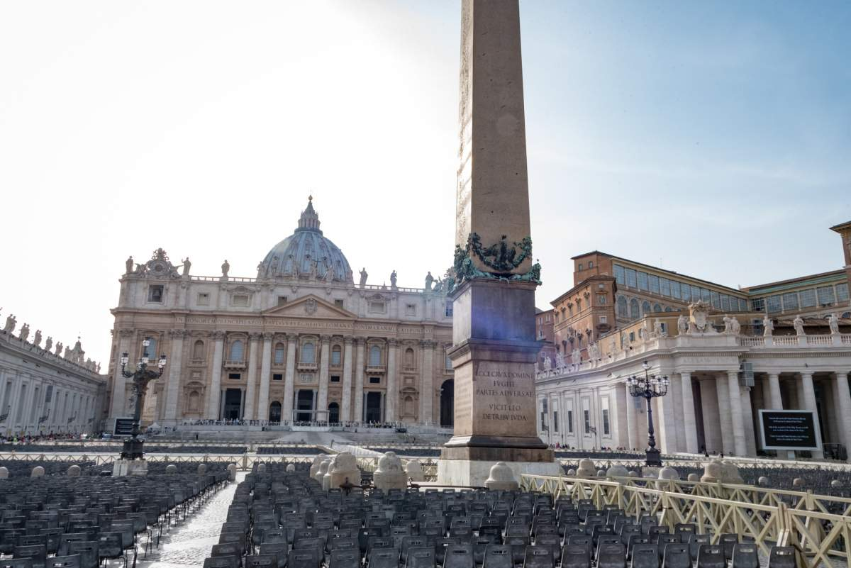 Historical Rome: St. Peter's Square - Photo © Cedric Lizotte - Things to do in Rome