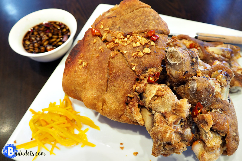 Andrew Zimmern Delicious Destinations Manila -Crispy Pata and pickled papaya with vinegar and soy sauce dip.