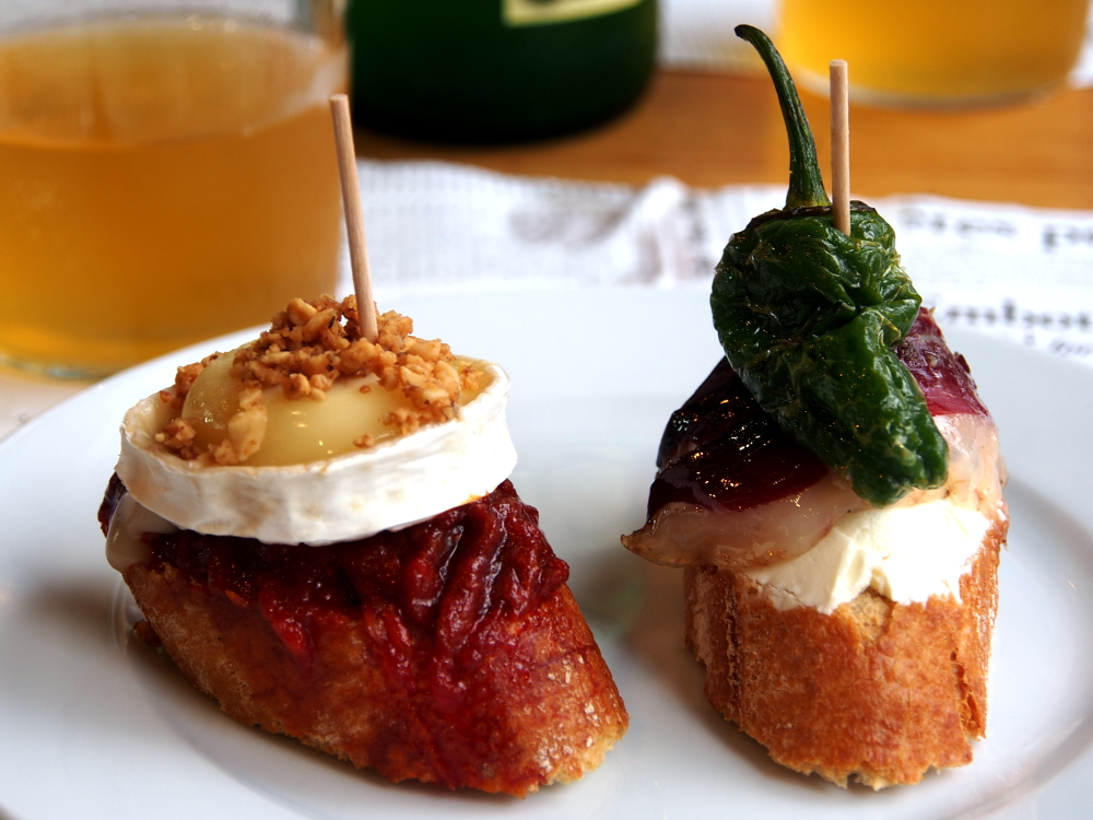 Toasted bread topped with tomato sauce or cream topped with egg or vegetable