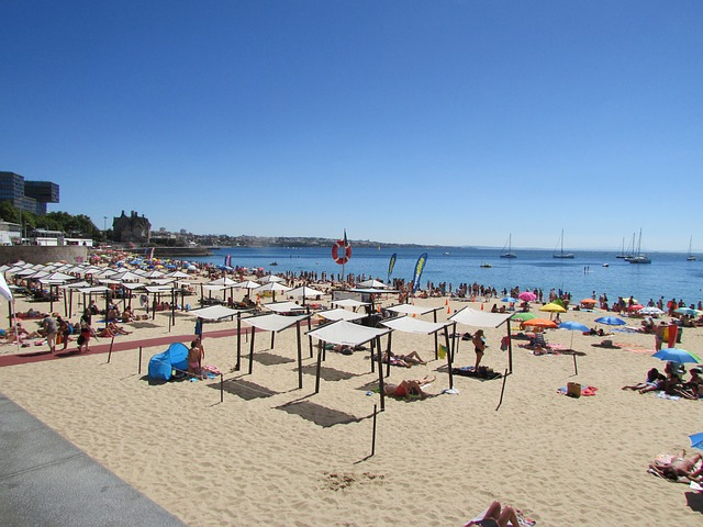 Day Trips from Lisbon - One of the beaches in Cascais - photo by MerjaLgas from Pixabay under Pixabay License