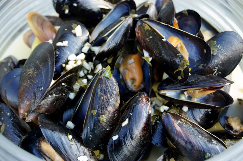 Anthony Bourdain Maine - Steamed Mussels with Garlic - photo by Foodista under CC BY 2.0