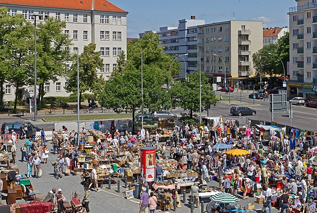free things to do in Berlin - Flea Market at Rathaus Schöneberg - photo by A.Savin under CC-BY-SA-3.0,2.5,2.0,1.0