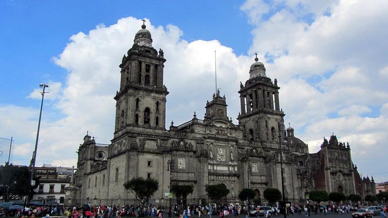 historical sites in Mexico City - Catedral Metropolitana de la Ciudad de México - photo by David Jones under CC BY 2.0