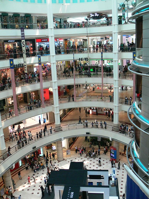 The main hall of Suria KLCC - photo by Ahmed Rabea under CC BY-SA 2.0