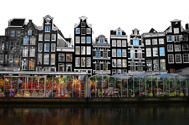 The floating Bloemenmarkt - photo by Emanuele under CC BY-SA 2.0