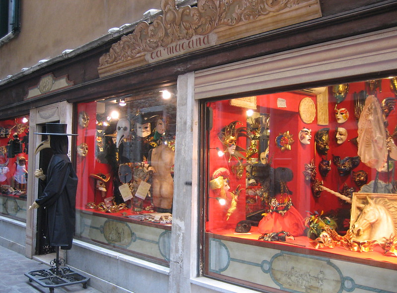 best shopping in venice - Ca' Macana - photo by TracyElaine under CC BY 2.0