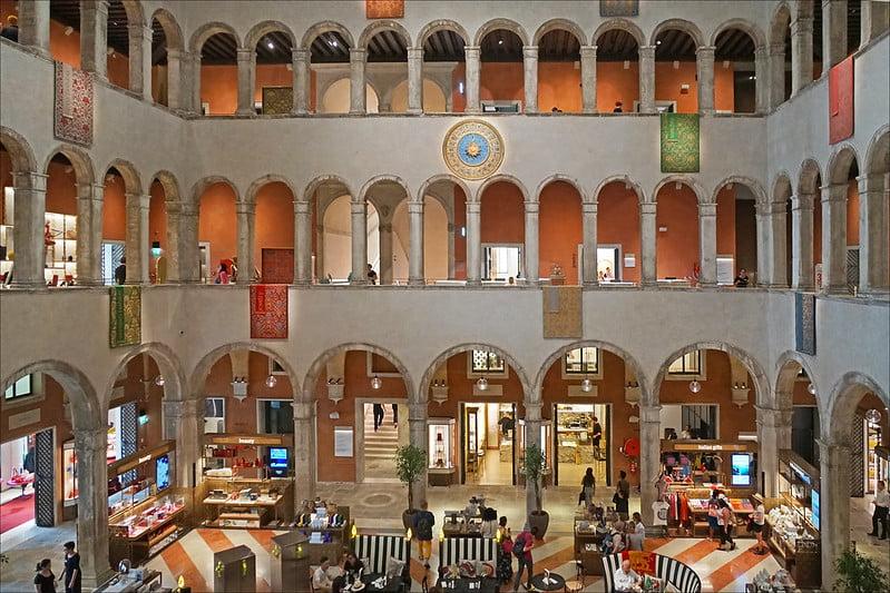 the interior of T Fondaco dei Tedeschi - photo by Jean-Pierre Dalbéra under CC BY 2.0