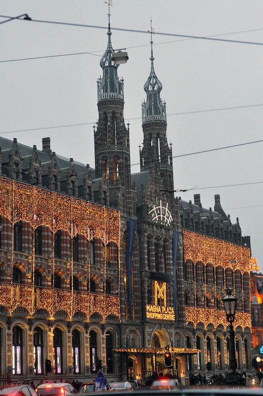 Christmas decorated Magna Plaza Shopping Centre in Amsterdam, Netherlands - photo by Stephanie Kraus under CC BY 2.0