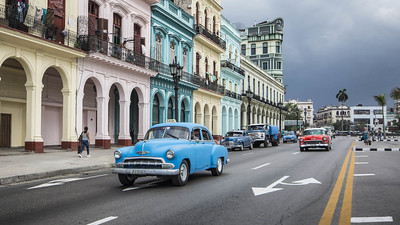 three days in Havana - typical Cuban cars in front of a colorful facade at Paseo de Martí - photo by kuhnmi under CC BY 2.0