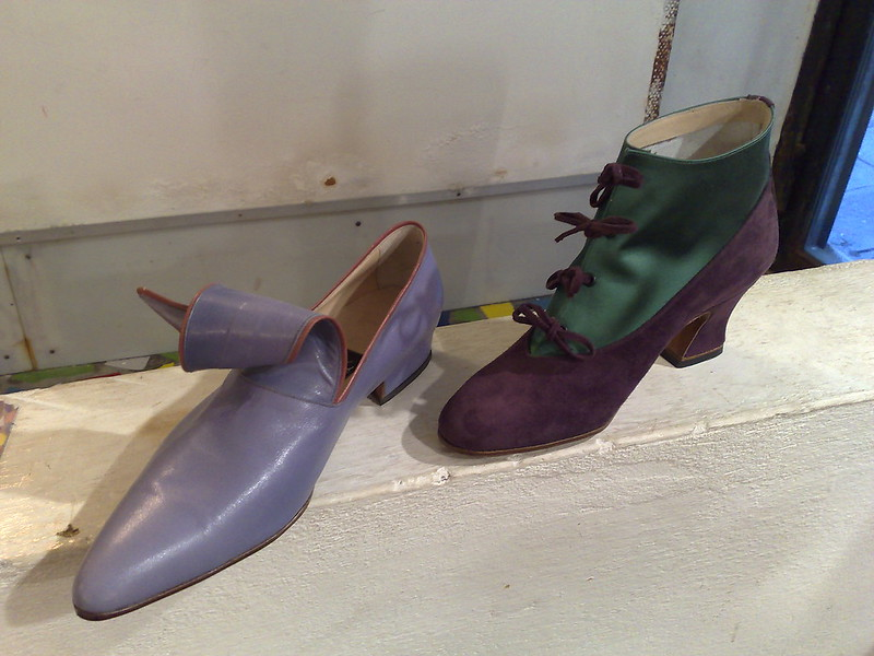 best shopping in venice - custom shoes being made by Giovanna Zanella - photo by Gilda under CC BY-SA 2.0