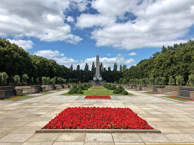 Soviet War Memorial, Schönholzer Heide, Pankow, Berlin - photo by Chris Alban Hansen under CC BY-SA 2.0