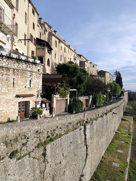 Saint-Paul-de-Vence Ramparts - photo by MOSSOT under CC-BY-SA-3.0