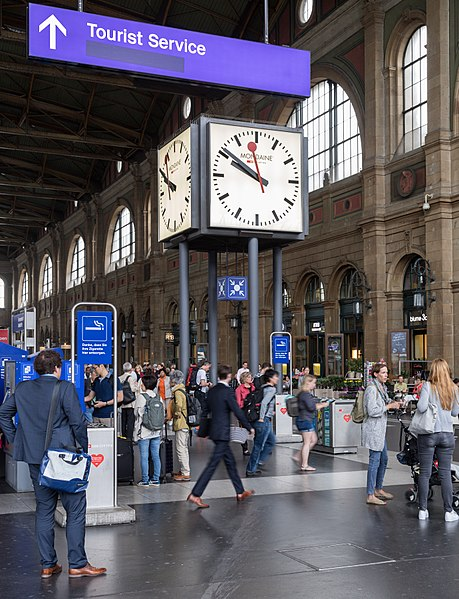 free things to do in Zurich - Clock and meeting point at Zurich Hauptbahnhof - photo by JoachimKohlerBremen under CC-BY-SA-4.0