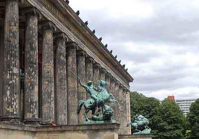 Altes Museum - Berlin - photo by budget travel accommodation under CC BY-SA 2.0