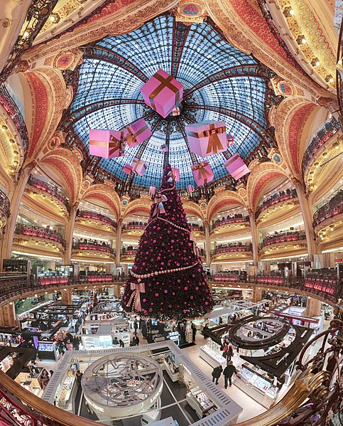 dome and balconies of Galeries Lafayette Haussmann - photo by Benh LIEU SONG under CC-by-SA 4.0