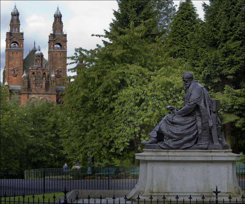 free things to do in Glasgow - statue of Lord Kelvin at Kelvingrove Park - photo by dun_deagh under CC BY-SA 2.0