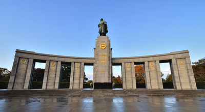 Soviet War Memorial at Tiergarten - photo by David Forsman under CC BY 2.0