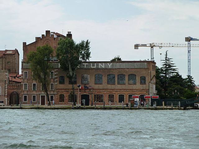 best shopping in venice - Fortuny Showroom and Factory - photo by Abxbay under CC-BY-SA-3.0