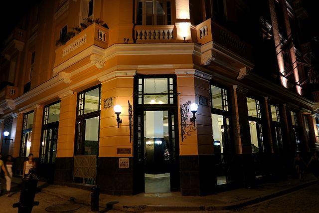 Hotel Ambos Mundos, a famous landmark on Calle Obispo - photo by Gotanero - under CC BY-SA 4.0