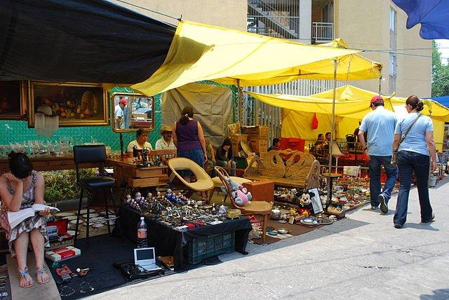 an antiques market at Mercado Lagunilla - photo by AlejandroLinaresGarcia under CC-BY-SA-4.0,3.0,2.5,2.0,1.0
