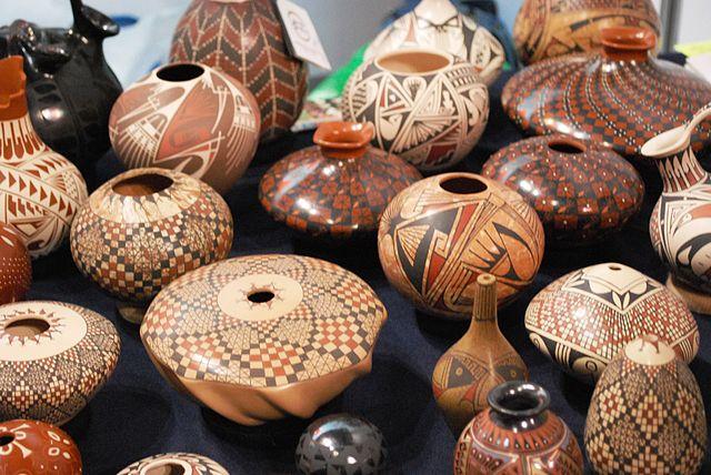 pottery from Chihuahua on display at FONART - photo by AlejandroLinaresGarcia under CC-BY-SA-4.0,3.0,2.5,2.0,1.0