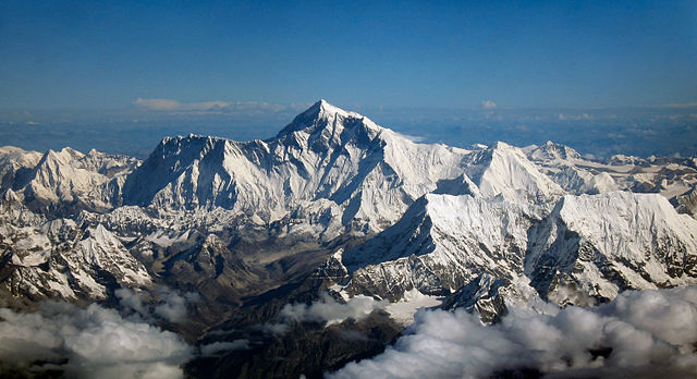Mount Everest as seen from an aircraft from airline company Drukair in Bhutan - photo by Mount_Everest_as_seen_from_Drukair2.jpg: shrimpo1967, derivative work: Papa Lima Whiskey 2 under CC BY-SA 2.0