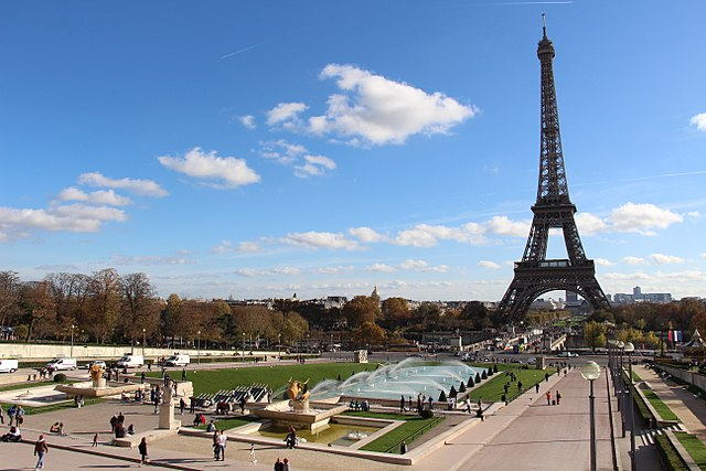 Jardins du Trocadéro with the Eiffel Tower on the background - photo by Fred Romero from Paris, France under CC-BY-2.0