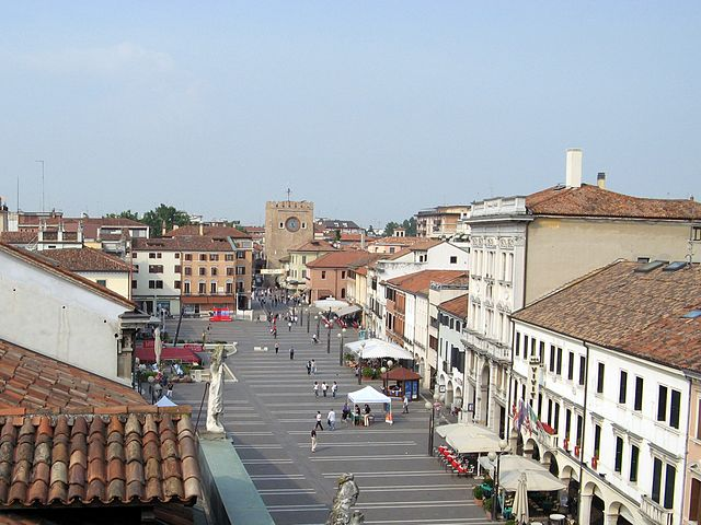 Piazza Ferretto in Mestre in Venice, where Galleria Barcella is located - photo by Gabrielepx under CC-BY-SA-3.0