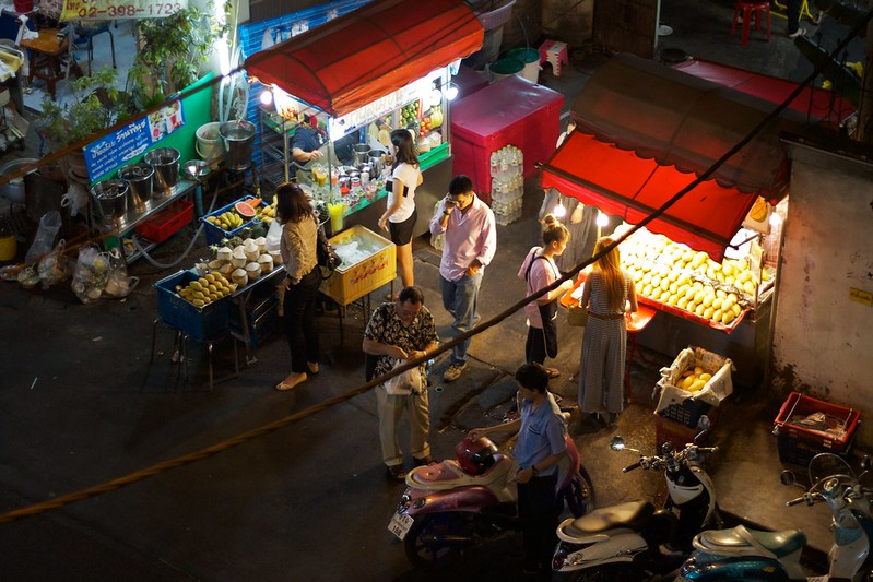 Food stalls on Sukhumvit Soi 38 - photo by Johan Fantenberg under CC BY-SA 2.0