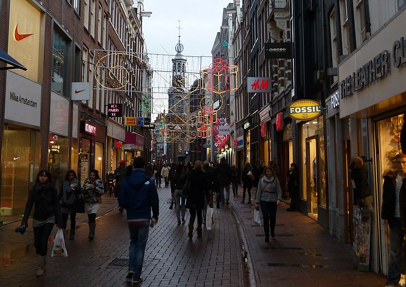 Some of internationally-known shops on Kalverstraat - photo by Deror Avi under GFDL and CC-BY-SA-3.0,2.5,2.0,1.0
