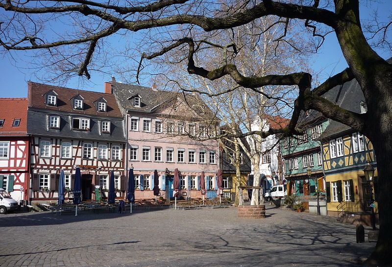 Höchster Schlossplatz in Höchst - photo by User: Pedelecs at wikivoyage shared under CC BY-SA 3.0