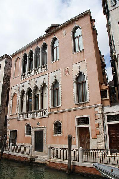 Massimo Micheluzzi's gallery in the Dorsoduro area of Venice - photo by Bjoertvedt under CC-BY-SA-4.0