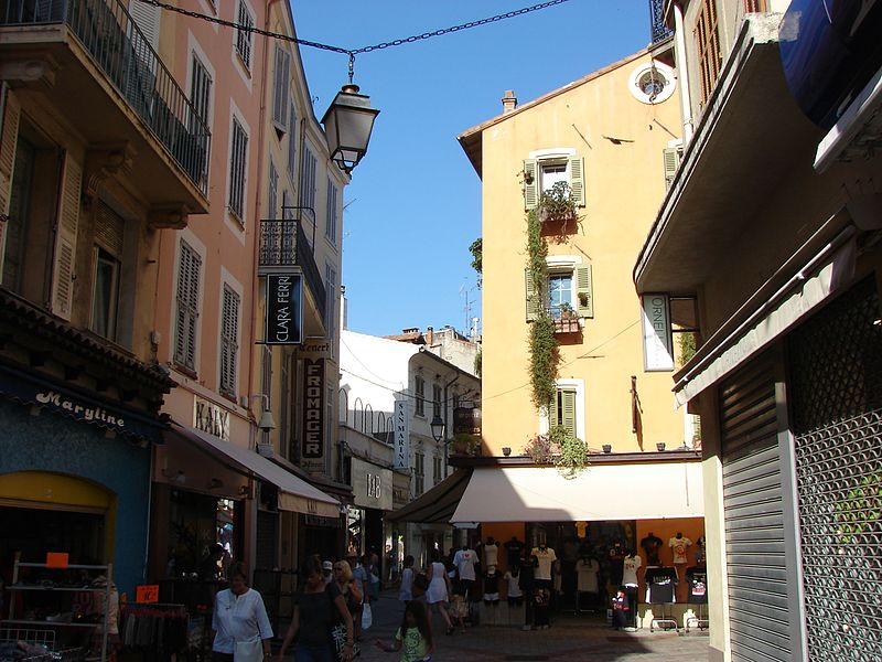three days in Cannes - Rue Meynadier - photo by M.Strīķis under CC-BY-SA-3.0