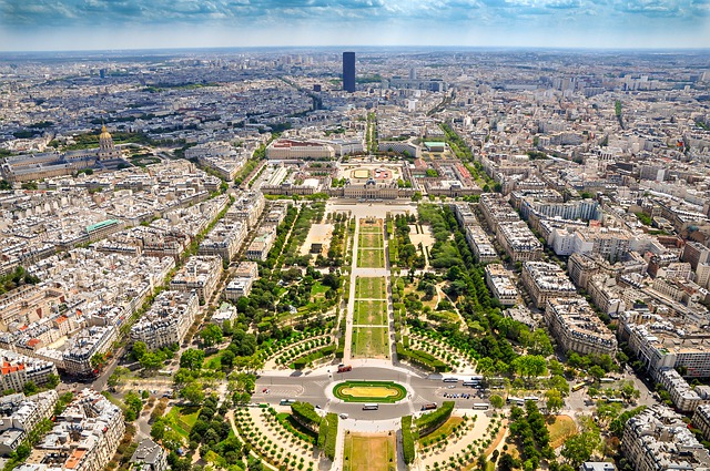 aerial view of Parc du Champ de Mars - photo by DUOTONE_ from Pixabay under Pixabay License