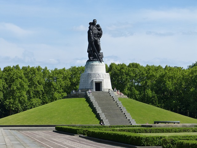 Soviet War Memorial at Treptower Park - photo by Max Pixel under CC0 Public Domain
