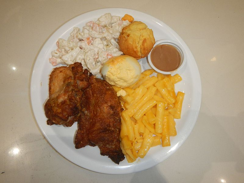 Fried Chicken with mac and cheese, salad and muffins - photo by Judgefloro under CC-Zero
