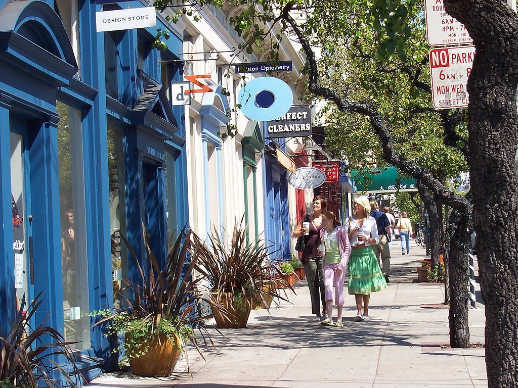 best shopping in San Francisco - The sidewalk on Fillmore Street in Pacific Heights, San Francisco - photo by Beland under PD-self