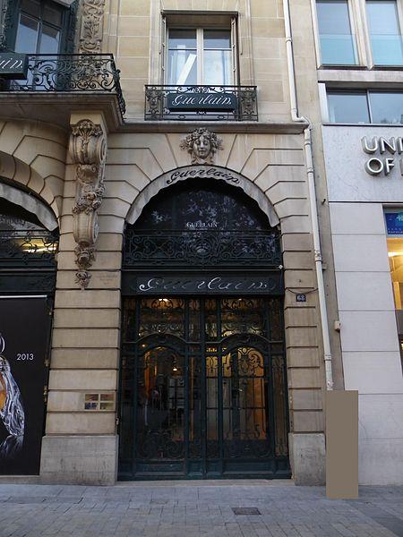 three days in Paris - GUERLAIN boutique on Avenue des Champs-Elysées - photo by Erwmat under CC-BY-SA-3.0