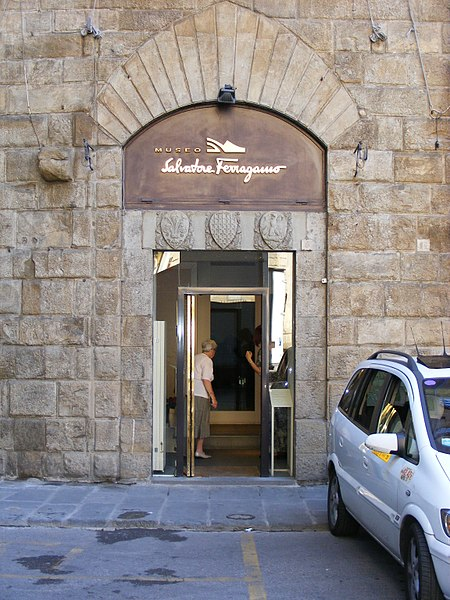 Entrance to Museo Salvatore Ferragamo on Via Tornabuoni - photo by User:Mattes under PD-self