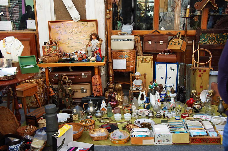 Old knick knacks and other vintage stuff at El Rastro Market - photo by Italian Lasagna under CC BY-ND 2.0