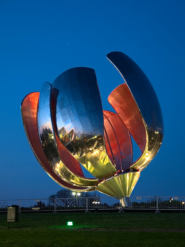 Floralis Genérica at night - photo by David under CC BY 2.0