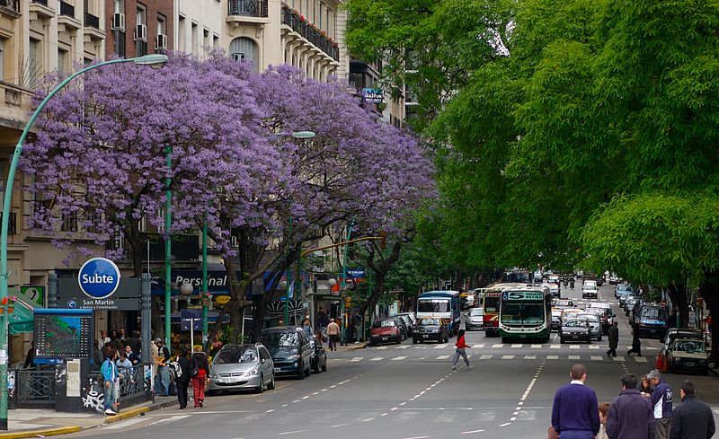 best shopping in Buenos Aires - A portion of Santa Fe Avenue - photo by Beatrice Murch from Buenos Aires, Argentina under CC BY 2.0
