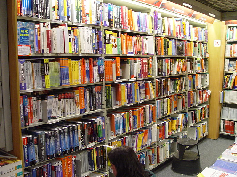 best shopping in Madrid - IT books section of Fnac on Calle de Preciados near Plaza del Callao - photo by Álvaro Ibáñez from Madrid, Spain under CC-BY-SA-2.0
