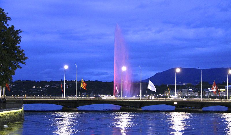 Jet d'Eau early in the evening - photo by Aminul Huq under CC-BY-SA-3.0
