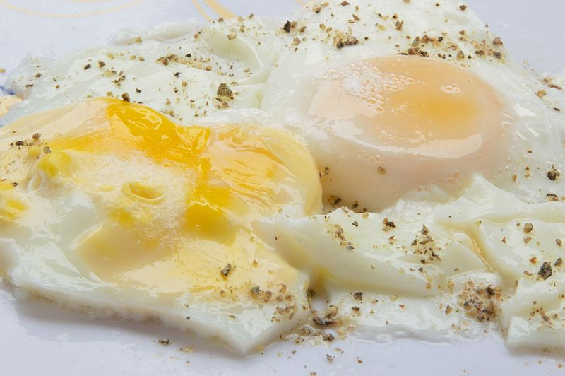 Poached Eggs - photo by Biswarup Ganguly under GFDL and CC-BY-3.0