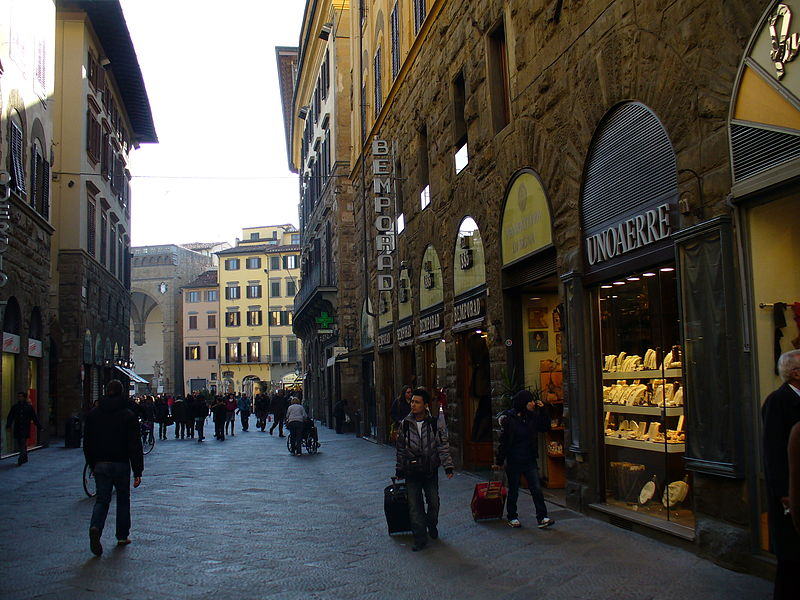 best shopping in Florence - Via dei Calzaiuoli in Florence - photo by Freepenguin under CC-BY-SA-3.0 and GFDL