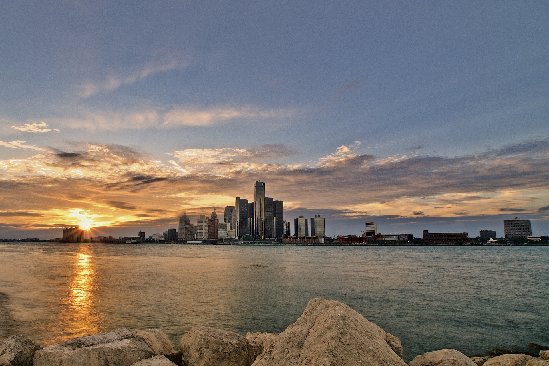 Detroit skyline at sunset - photo by Peter Mol under Pixabay License