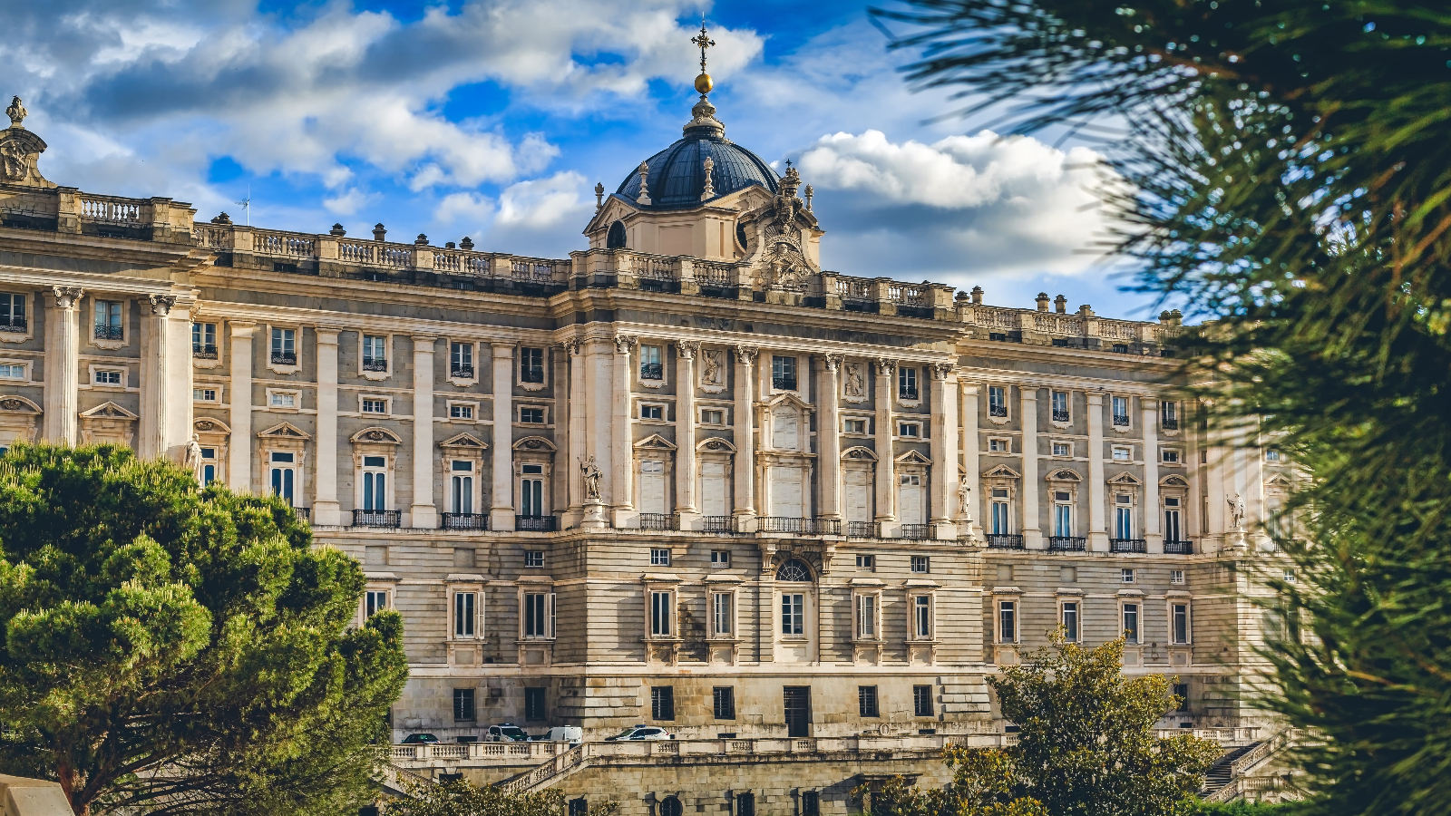 An old palace in Madrid - photo by Piqsels under CC0 1.0
