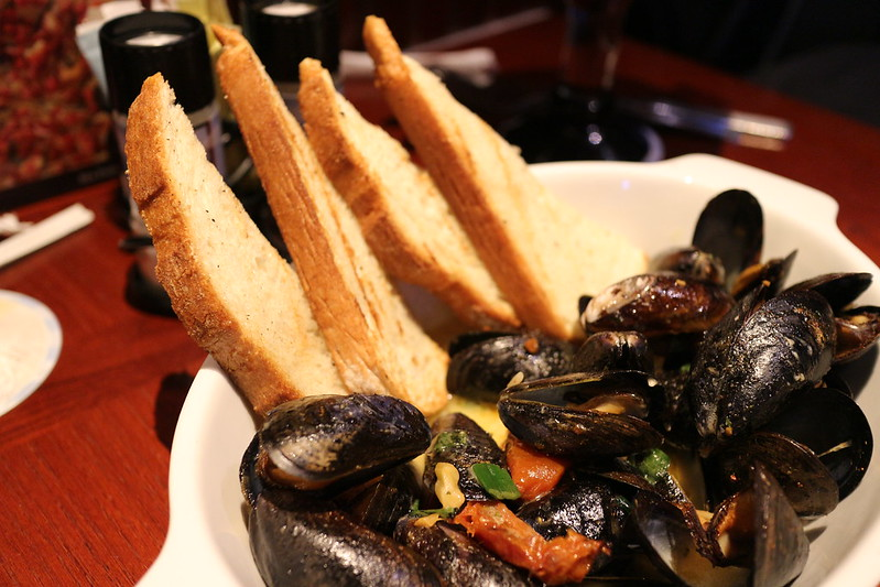 Anthony Bourdain Spain - Steamed Mussels - photo by Elsie Hui under CC BY 2.0